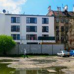 Dzisiaj na wolnych parcelach powstają apartamentowce, w budynkach po XIX – wiecznej fabryce papieru zbudowane zostały luksusowe lofty. Ze względu na lokalizację ( ścisłe centrum, blisko do rynku i tereny spacerowe wzdłuż rzeki) nieruchomości te osiągają niebotyczne wprost ceny.